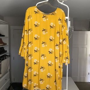 Old Navy 2x yellow print dress with ruffle sleeves